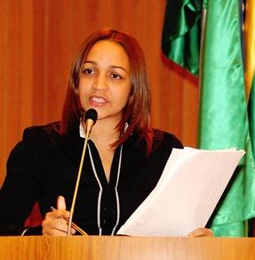 http://www.blogdojorgearagao.com.br/wp-content/uploads/2012/04/elizianegama1.jpg