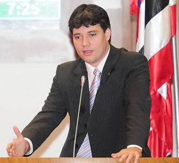 http://www.blogdojorgearagao.com.br/wp-content/uploads/2012/05/netoevangelista.jpg