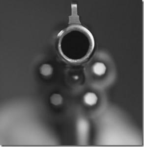 revolver_violencia_thumb2