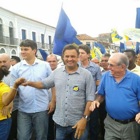 http://www.blogdojorgearagao.com.br/wp-content/uploads/2012/10/casteloeaecio.jpg