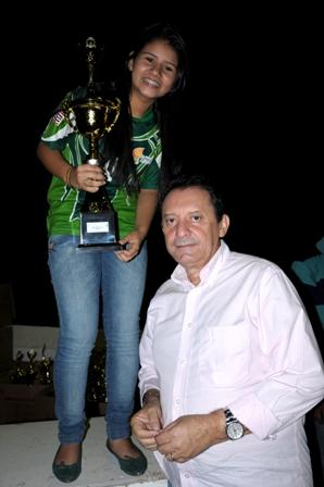 Zito Rolim entregando premiação