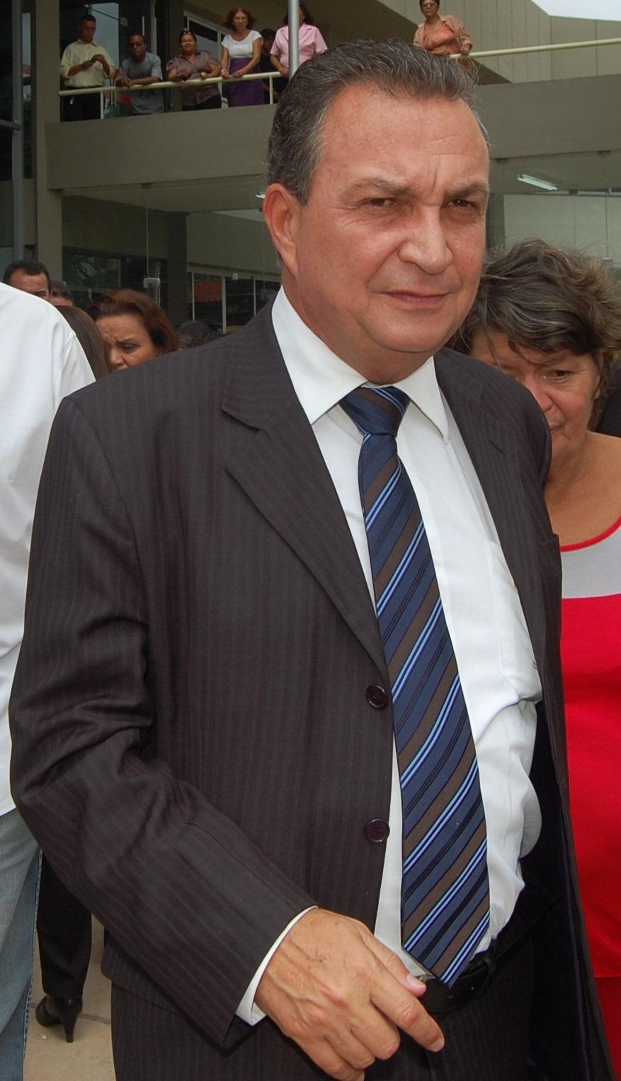 http://www.blogdojorgearagao.com.br/wp-content/uploads/2013/08/LUISFERNANDONOVA.jpg