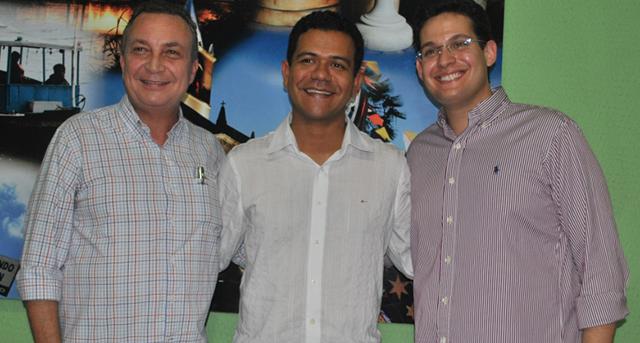 Luis Fernando em recente visita a Timon sendo recebeido pelo prefeito Luciano Leitoa e o deputado Alexandre Almeida