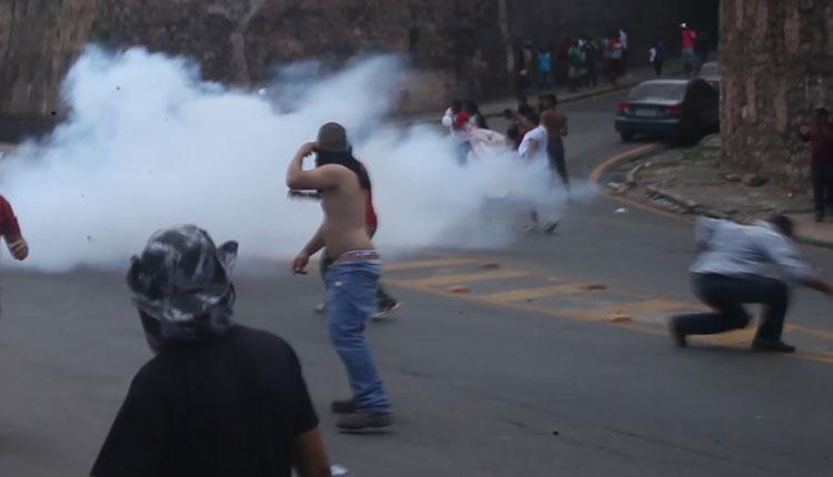 Manifestantes entraram em confronto com policiais militares / foto: Flora Dolores