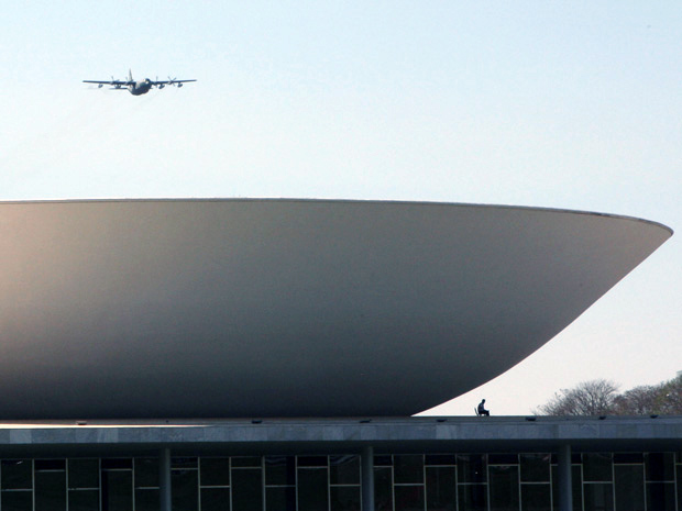 DF - ENSAIO/SEMANA DA PÁTRIA - POLÍTICA - Aviões militares realizam ensaio para as comemorações da Semana da Pátria na Esplanada dos Ministérios, <a href=